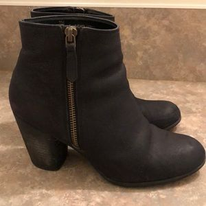 BP. Trolley leather ankle bootie in black